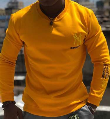pullover yellow