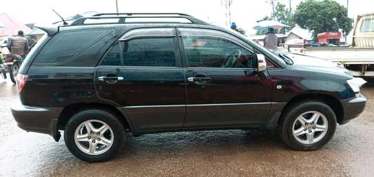 2002 Toyota Harrier image 3