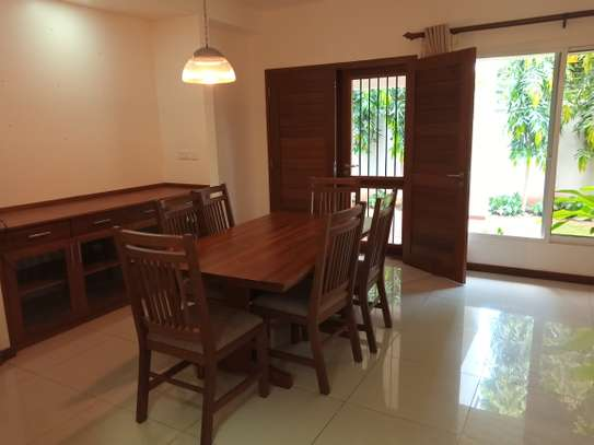 4bdrm luxury villa to let in oster bay image 11