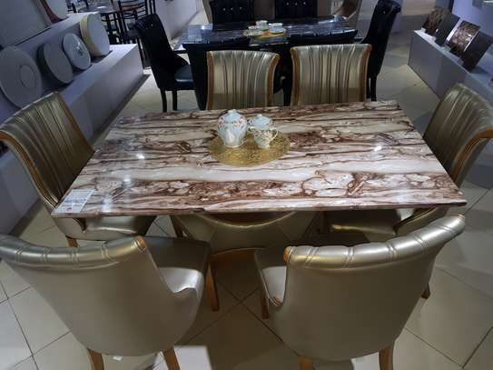 DINING TABLE MABLE
