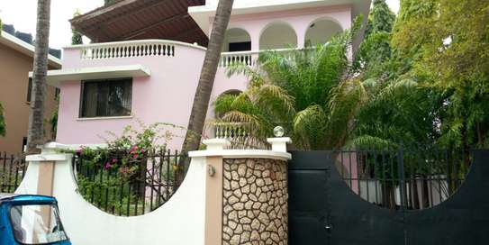 5 Bedroom Unfurnished Villa for RENT at Msasani