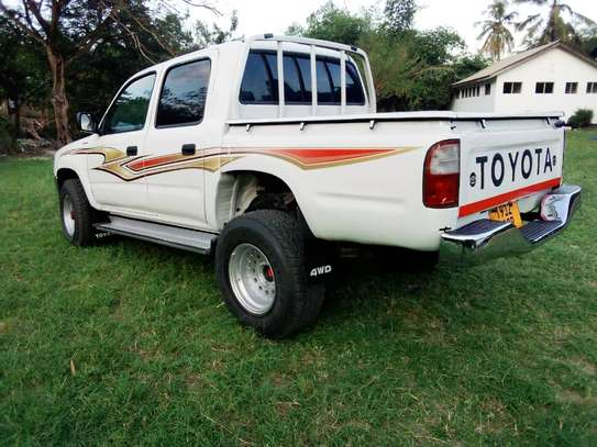 2002 Toyota Hilux Double Cabin Pickup image 10