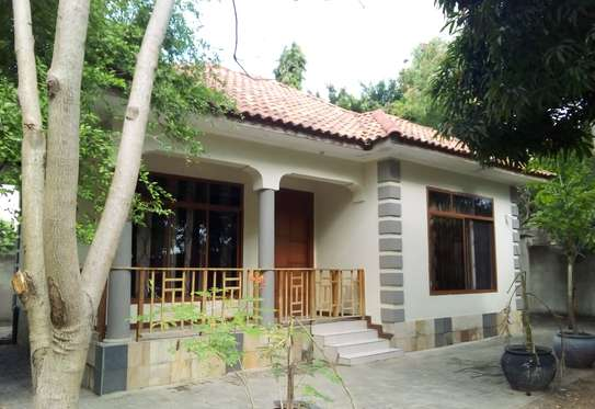 2 bedroom house in a Prime location at Ununio beach for rent