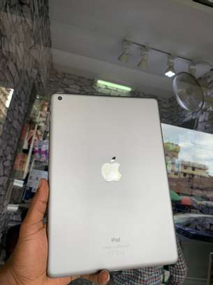iPad Air 2 ( 6th Generation ) 32GB Spacegray for sale image 1