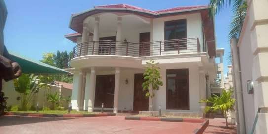 4 bed bed room all ensuet house for rent at mikocheni a image 1