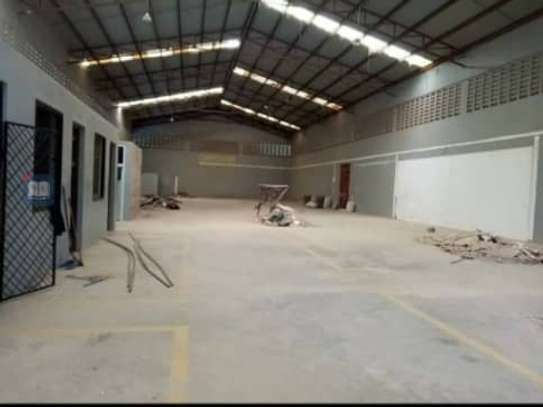 lovely warehouse available for rent at mikochen with 4 offices inside at washroome