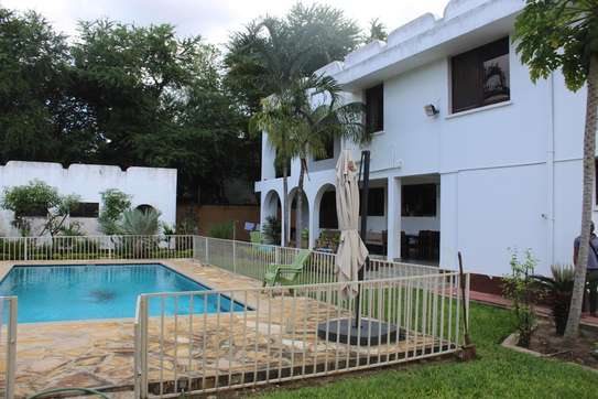 5 Bedrooms Home With A Swimming Pool  In Masaki
