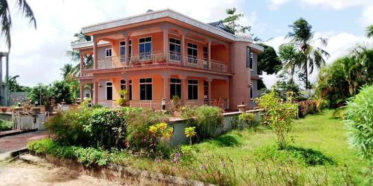 5bed house for sale 3000sqm at kisota image 2