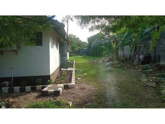 2bed house at oyster in the compound  near KCB BANK tsh 800,000 image 10