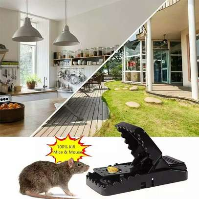 A pack of 5 mice re-usable traps image 2