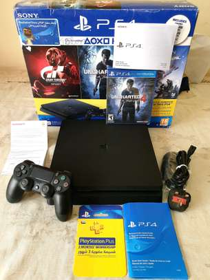 PLAYSTATION4 SLIM 500GB + Uncharted 4