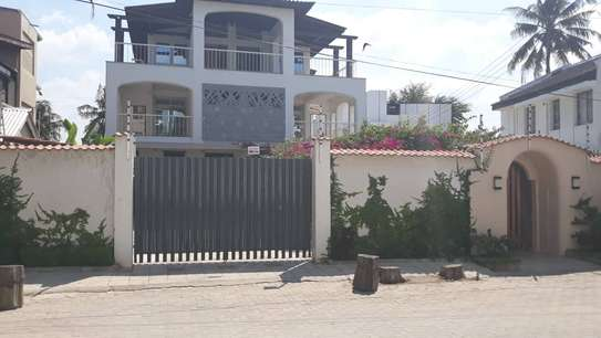 4bed all ensuite fully furnished shared fantastic beach house at msasani $2500pm image 2