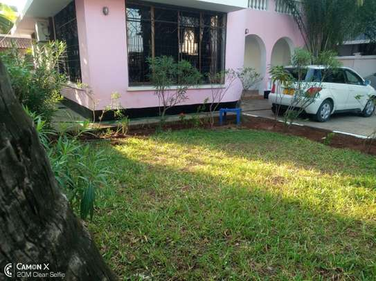 5bed villa all ensuet at msasani $1500pm image 1