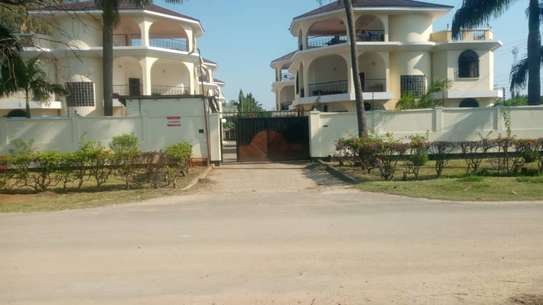4 bed room town house for rent at msasani beach image 5