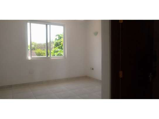 4bed all ensuite town house at oyster bay $2500pm image 12