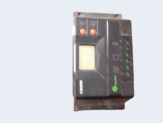 Digital Solar Charger Controler image 1