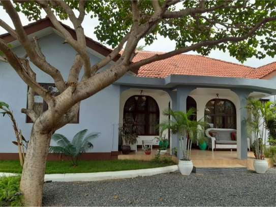 shortay rent $30 per bed a beautfuly house located  at ununio image 10
