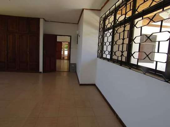 5 Bedrooms Bungalow House for Office / Commercial / Residential Uses in Masaki image 7