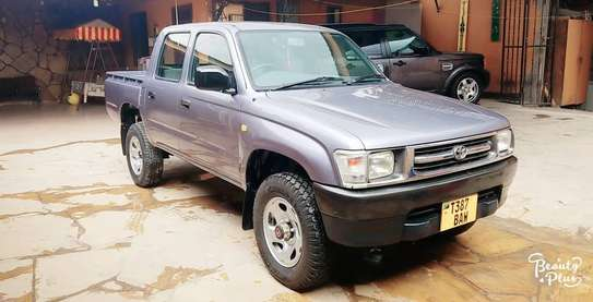 2002 Toyota Hilux image 1