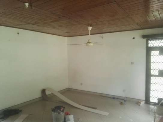 House for rent.5bedroom Office or living business etc. image 7