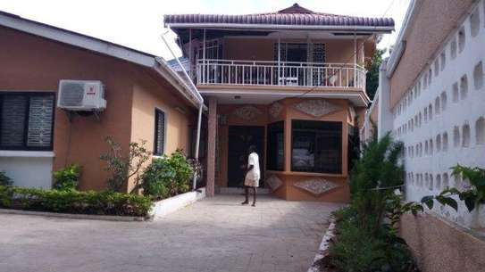 4bed house in the compound at msasani $800pm image 8