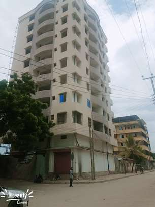 10 storey building at mapipa