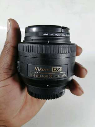 Nikon 35mm f/1.8G AF-S DX Lens for Nikon DSLR Cameras.