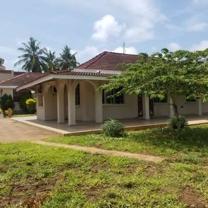 4 Bedroom Beach House Mbezi Beach image 1