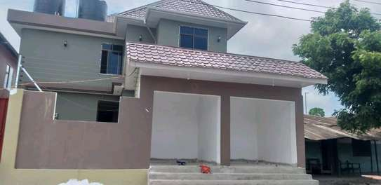 House for rent kinondon ,masterdroom ,sittingroom and kitchen at price of 400,000/=per month image 2