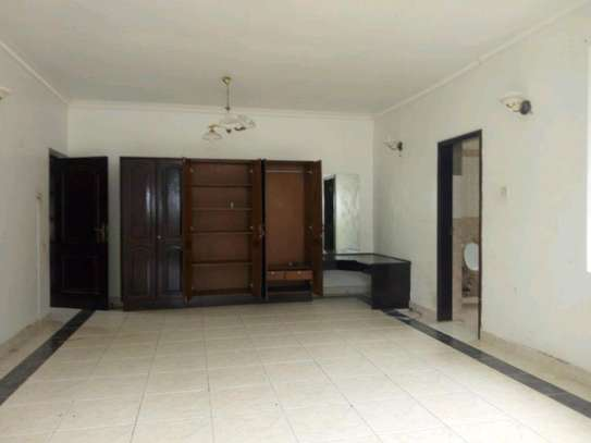 Nice 4bedroom house with a pool in Ada estate to let. image 9