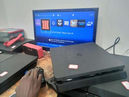 Ps4 flat in clean condition ni used Abroad image 1