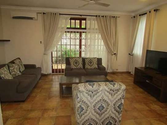 4 Bedrooms Executive Villa House in Oysterbay image 3