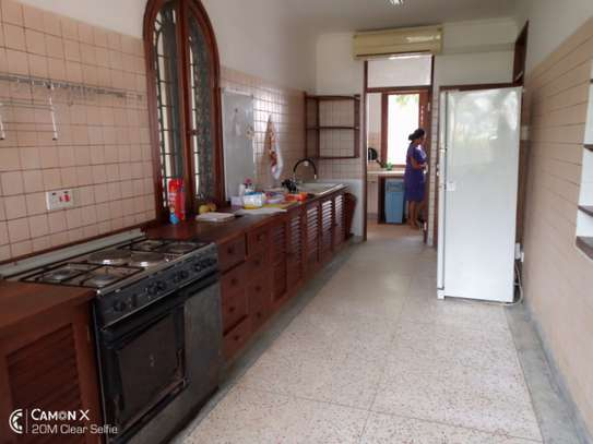 3bed house for sale at toure drive 1125sqm plot size facing the sea $2,5milion image 4