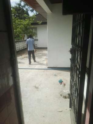 House for rent.5bedroom Office or living business etc. image 13