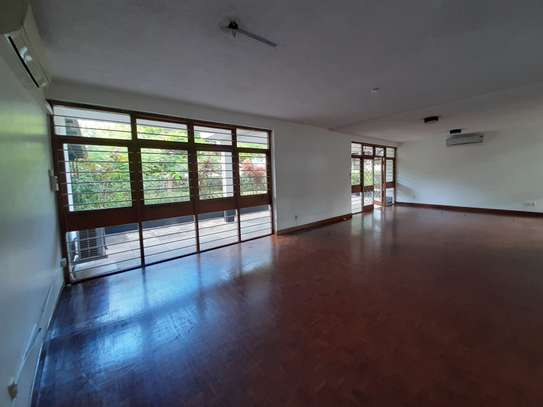 4 Rooms House For Rent image 11
