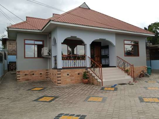 3 Bedrooms House for Sale, Kimara image 1
