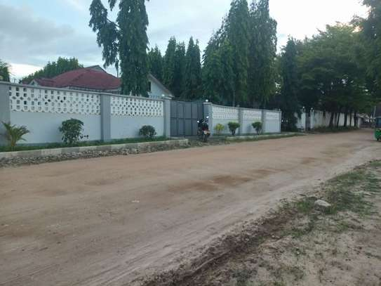 3bed room house at mbez beach tsh 1.million image 5