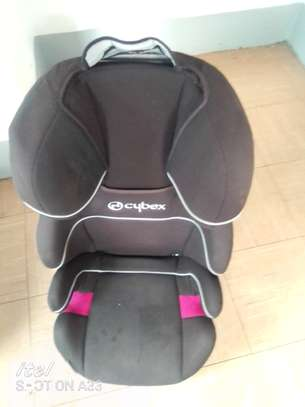 Baby or child car seats olomost new.