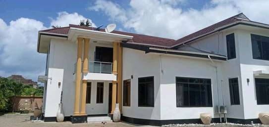 5 bdrm House for rent in mbezi Beach. image 7