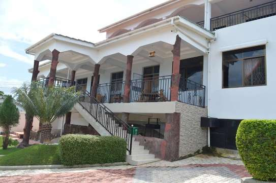 4 Bdrm House  in Bwiru,Mwanza, with a Beautiful lake view image 5