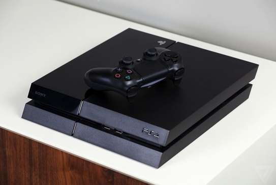 PS4 FAT,SLIM AND PRO AVAILABLE image 2