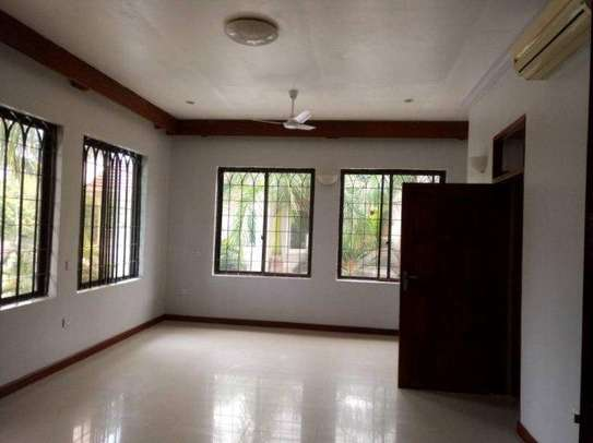 4bed house along main rd kawe beach $1300pm i deal for office cum residance image 4