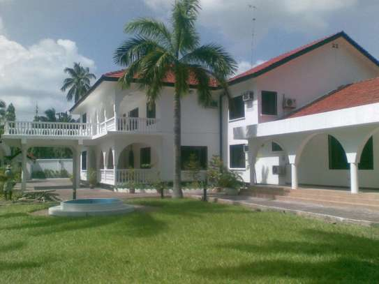 STAND ALONE 4 Bedroom house in a large plot - this property has 8 rooms with seperate entrances so 2 families can occupy