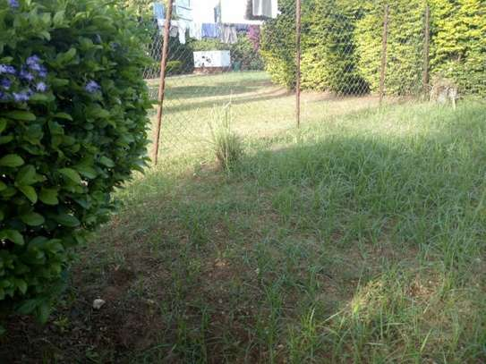 4bed bungalow at ada estate $2000pm nice garden image 6
