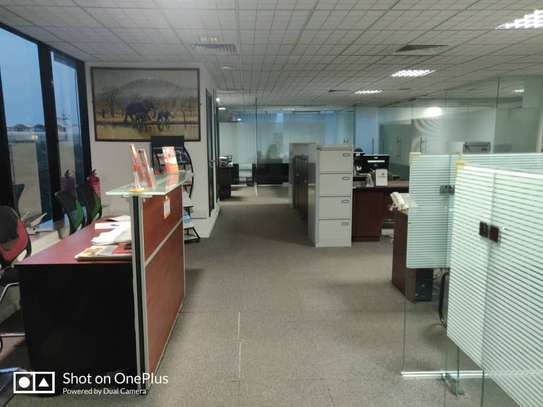 Office to let image 3