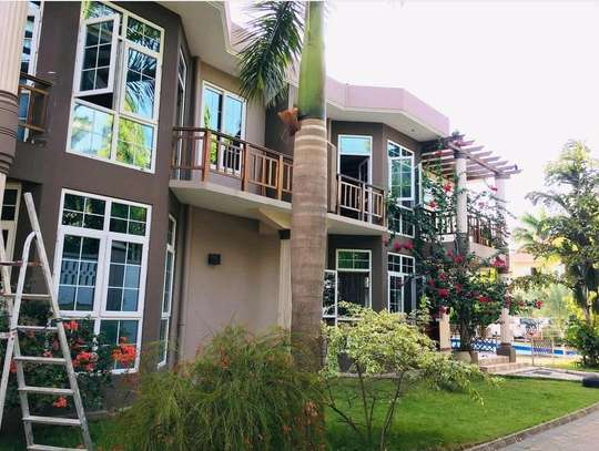 a 3bedrooms villas in mbezi beach jus close by the main road with a very cool neighbour hood is now available image 1