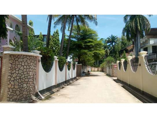 5bed town house at msasani,office,residance $1000pm image 3
