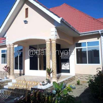 BEAUTY HOUSE FOR RENT STAND ALONE image 9