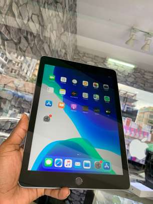 iPad Air 2 ( 6th Generation ) 32GB Spacegray for sale image 7