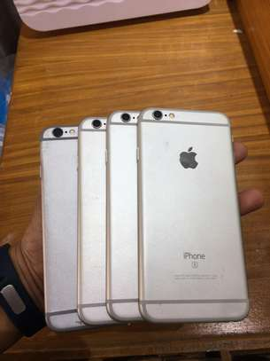 iphone 6s 16|64Gb sealed and Fullboxed image 2